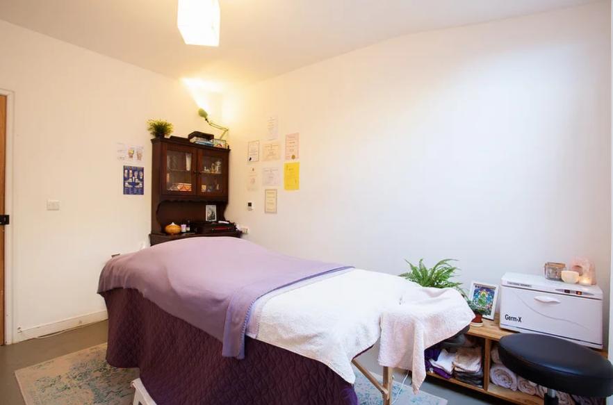 Relaxing Bowen healing treatment room central bristol